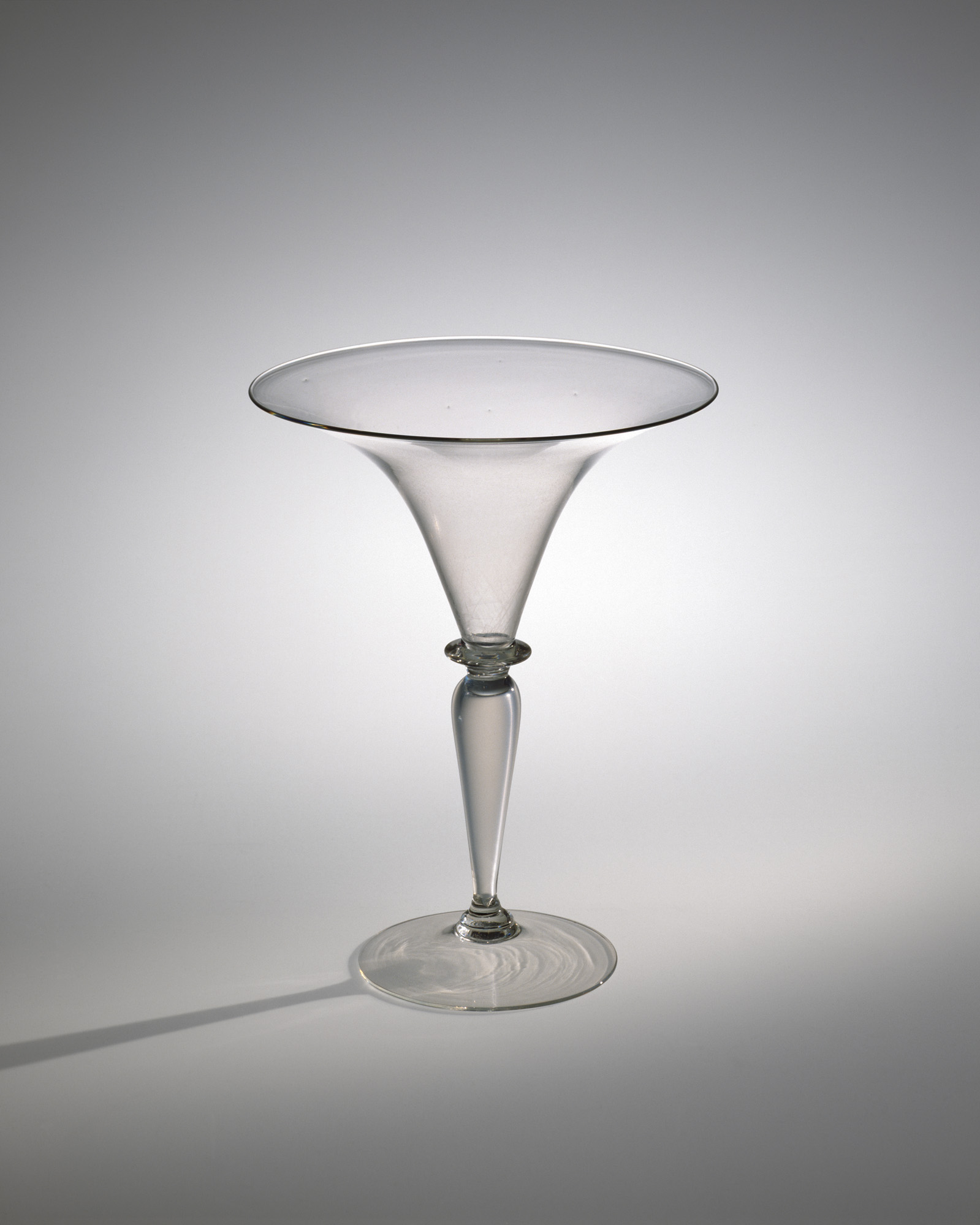 Classic Flared Wineglass